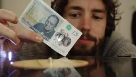 New five pound note plays vinyl records